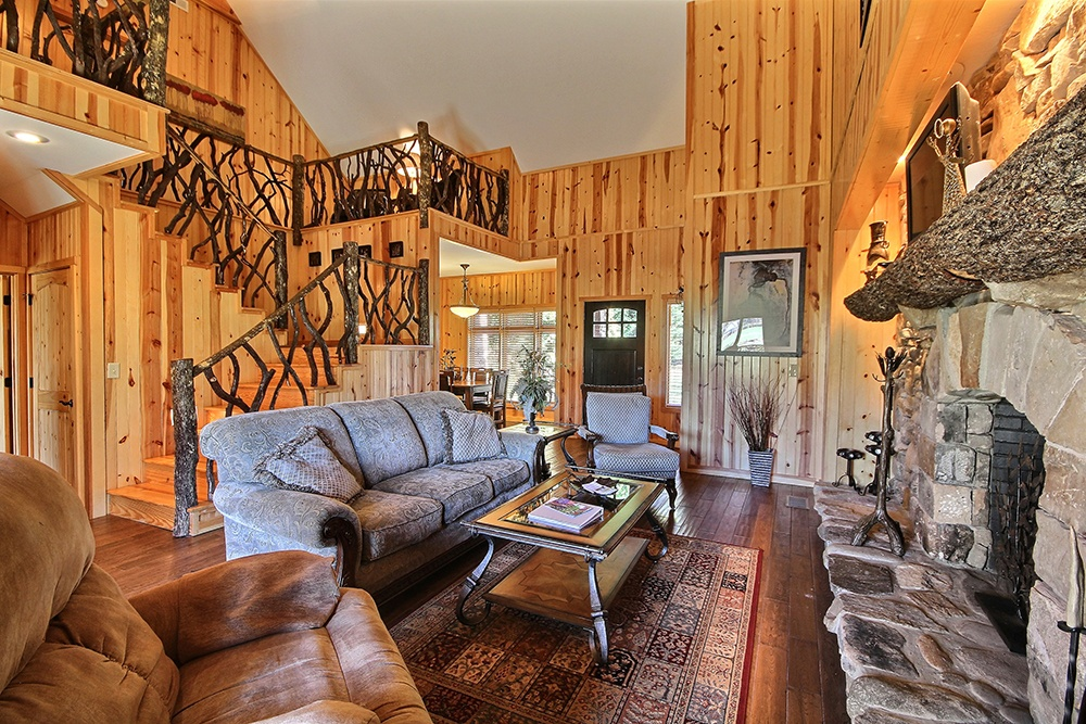 Hiawassee Retreat Log Cabin Living Room